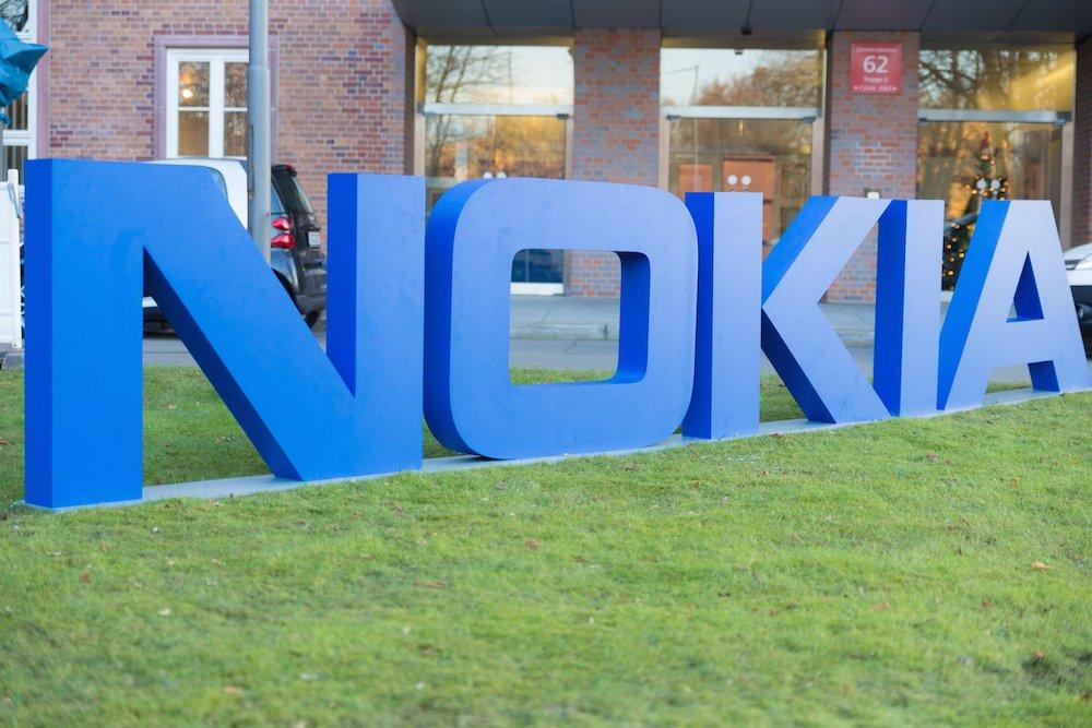 Nokia, cada vez más afuera de la competencia, se recluye en India