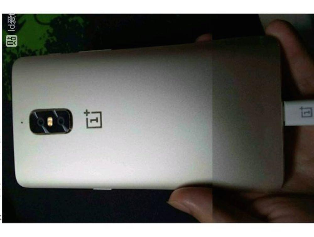 Este podría ser el OnePlus 5 posando en las manos de un usuario