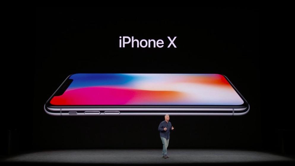 El recinto se pone de pie para recibir al teléfono más esperado del año: iPhone X