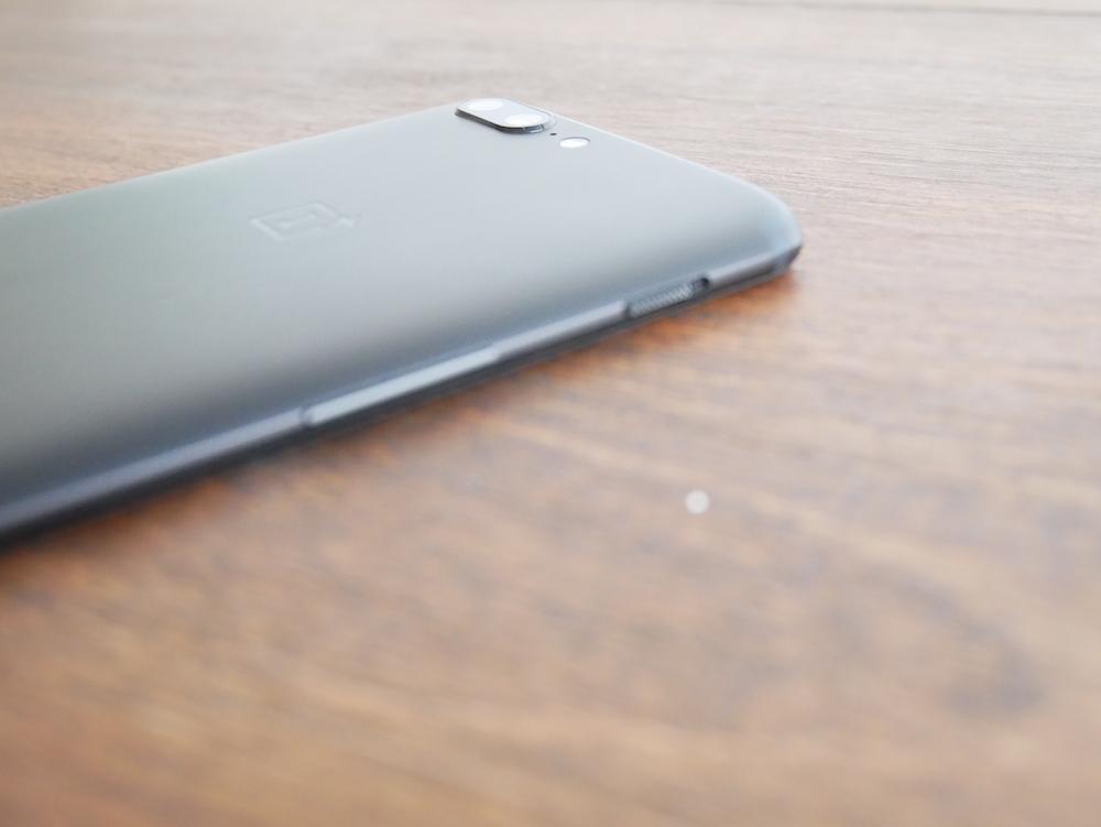 OnePlus 5 recibe su tercera beta de Android Oreo y también la posibilidad de desbloquear su display con detección facial